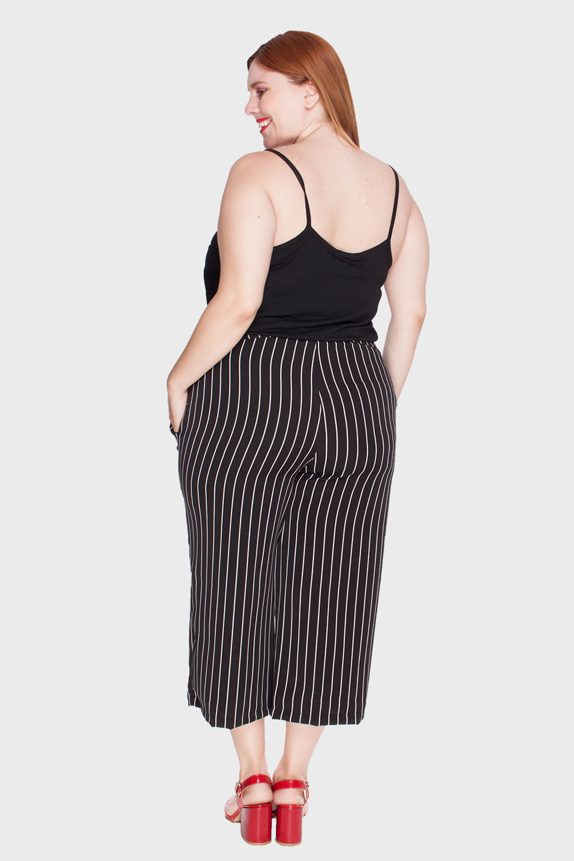 0347f3b32 Calça Pantacourt Listrada Plus Size - Flaminga