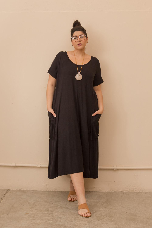 Vestido Evasê Longo com Bolsos Plus Size